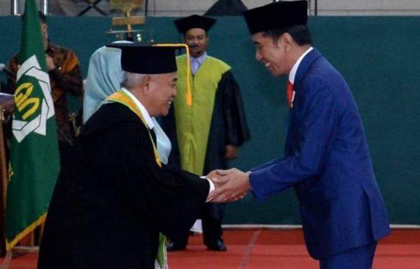 Jokowi Hadir Dalam Pengukuhan KH.Asep Saifuddin Chalim Sebagai Guru Besar Sosiologi di Universitas Negeri Sunan Ampel